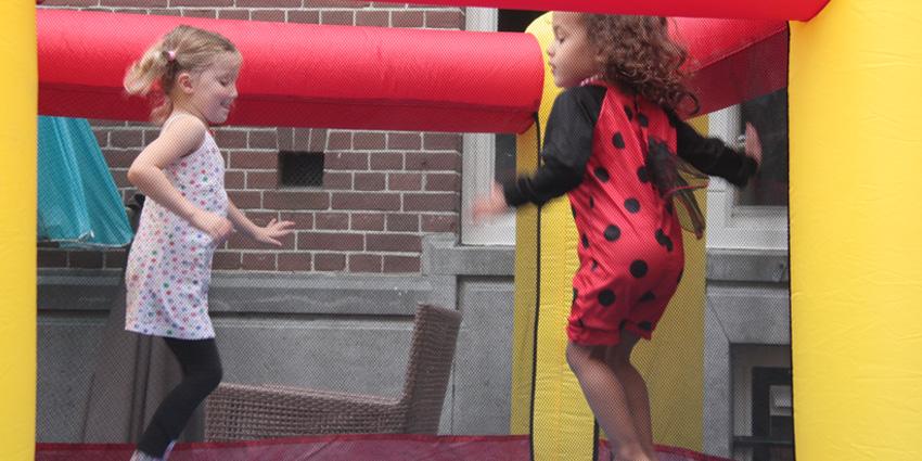 Springen op het springkussen!